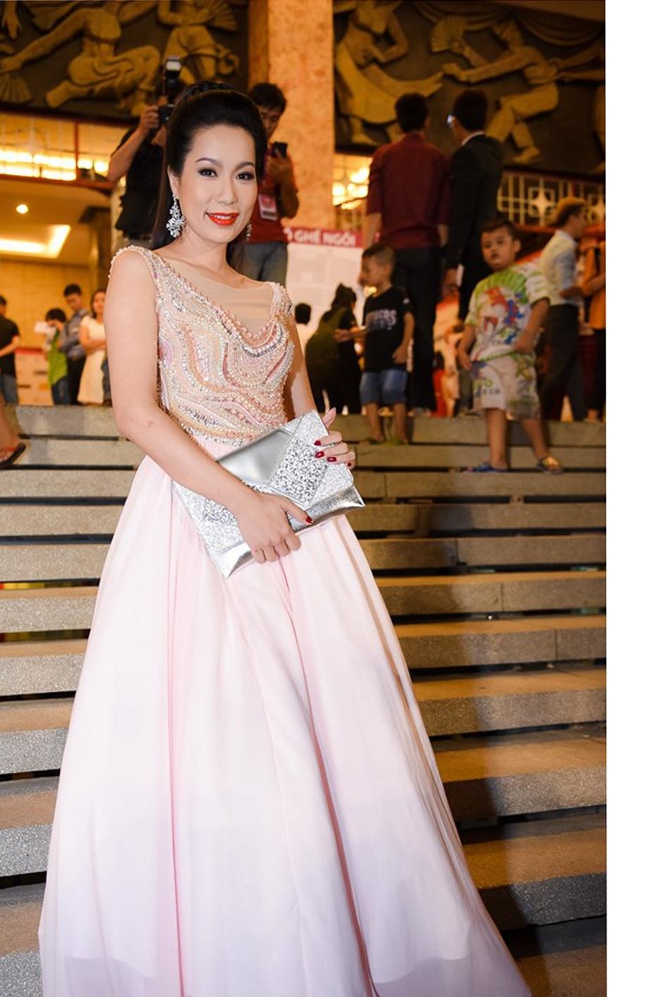 Cùng ngồi trên ghế nóng với hoa hậu Đặng Thu Thảo là á hậu Việt Nam 2014 Trịnh Kim Chi