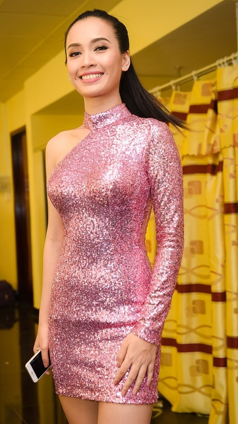 Ca sĩ, người mẫu Ái Phương cũng sẽ kết hợp cùng Thụy Vân và Hoàng Oanh để trình diễn trong đêm nay.