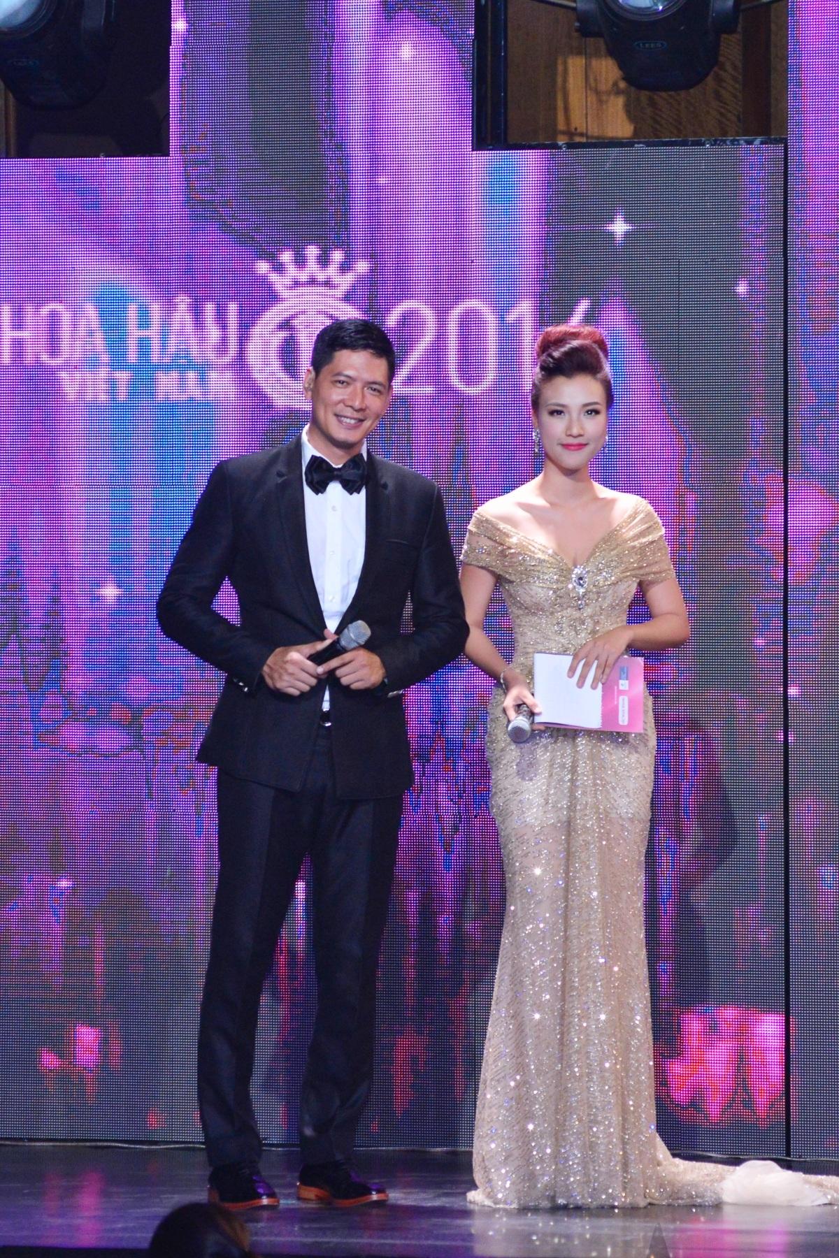 Diễn viên Bình Minh và á hậu Hoàng Oanh dẫn chương trình đêm chung khảo phía Nam