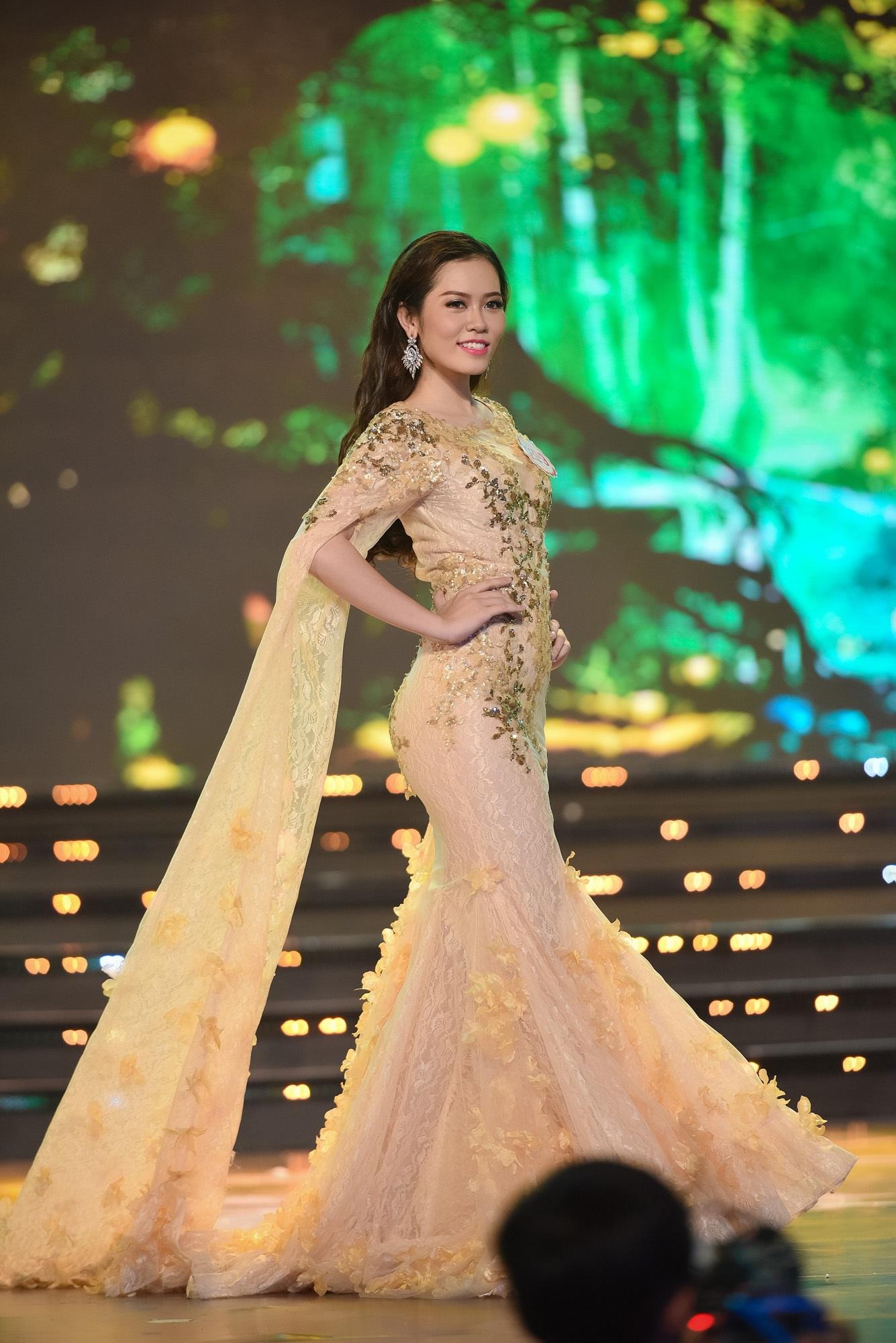 Chung khảo Hoa hậu phía Nam: bất ngờ chỉ 18 thí sinh được đi tiếp - 23