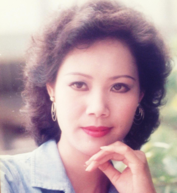 PTV Thúy Hoa sinh năm 1957 tại Hà Nội. Bà là một trong những PTV được đông đảo khán giả đài HTV yêu thích với giọng đọc Hà Nội khá truyền cảm.