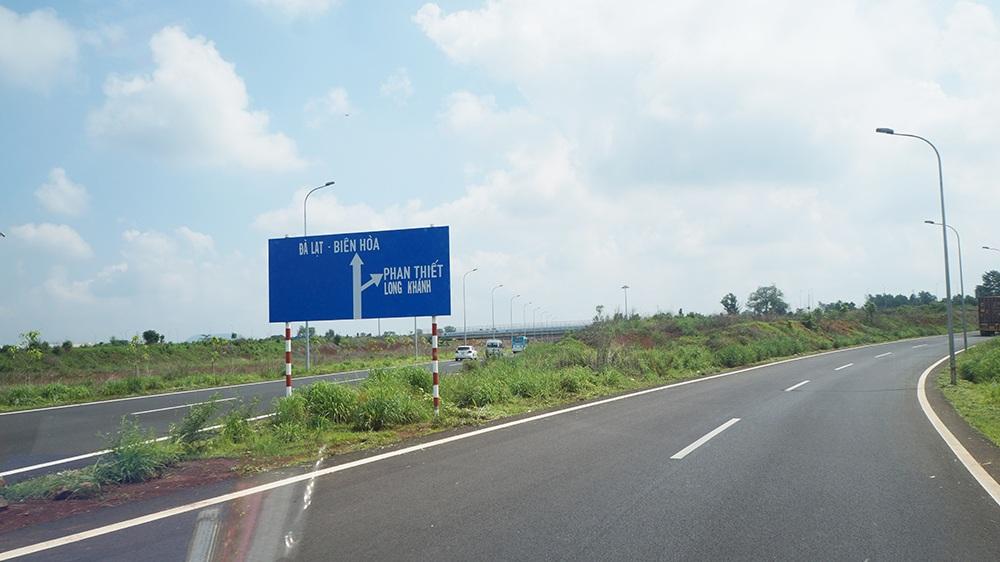 Đường cao tốc Long Thành - Dầu Giây đã rút ngắn khoảng cách từ Sài Gòn về Long Khánh hơn 1 giờ