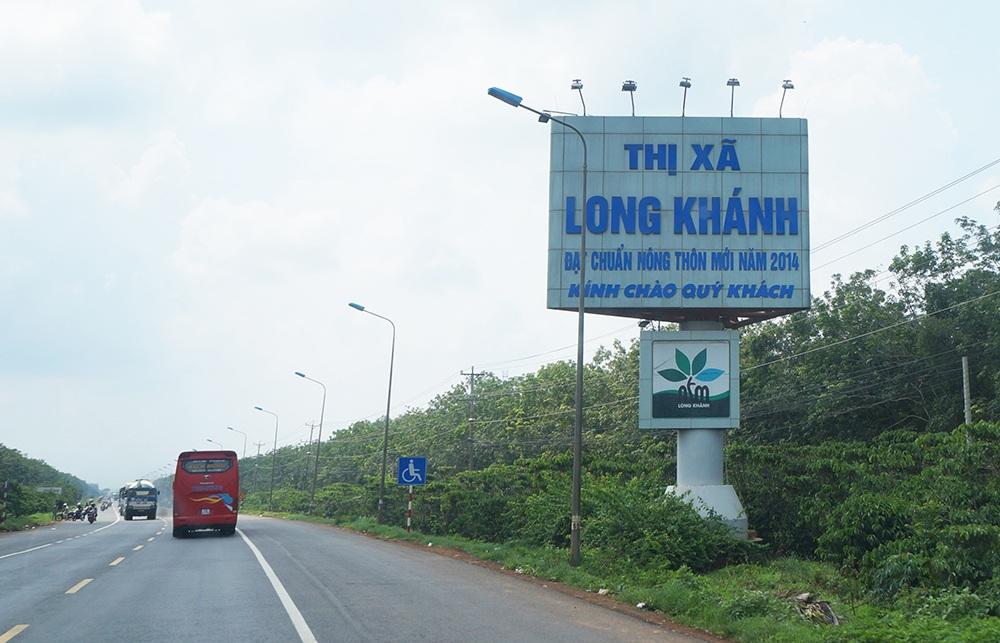 Long Khánh là vùng trái cây nổi tiếng của tỉnh Đồng Nai, được xem là vựa trái cây của Đông Nam Bộ, do đặc trưng thổ nhưỡng đất đai khá màu mỡ ở nên có rất nhiều loại cây trái trên vùng đất này rất sum suê.
