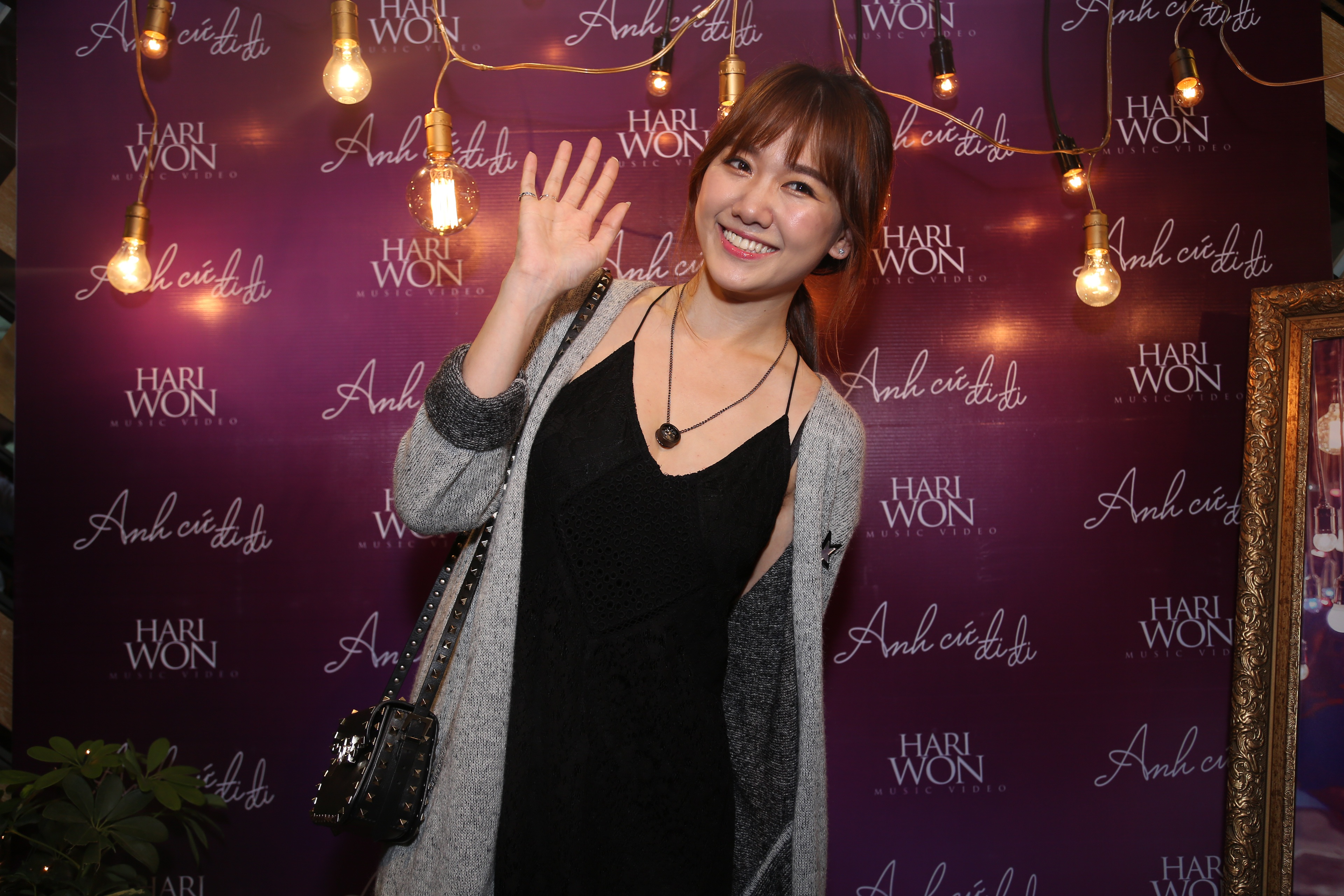 Choáng vì hành động lãng mạn Trấn Thành dành cho Hari Won - 1