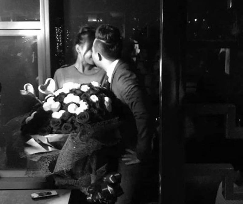 Bó hoa trong màn cầu hôn lãng mạn của Trấn Thành