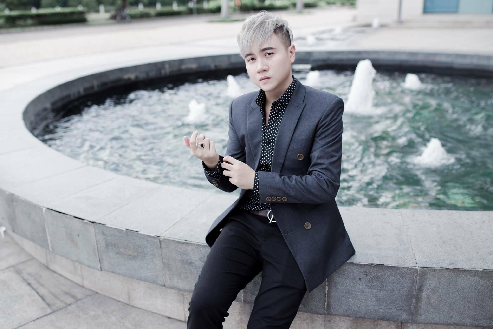 Nhạc sĩ Vương Anh Tú - anh cũng là em trai của nhạc sĩ Mr Siro đình đám với những ca khúc đầy chất tự sự và tình cảm