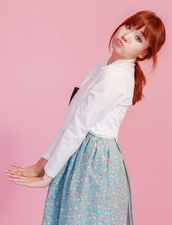 Hari nhí nhảnh và tươi trẻ trong trang phục truyền thống của người Hàn.