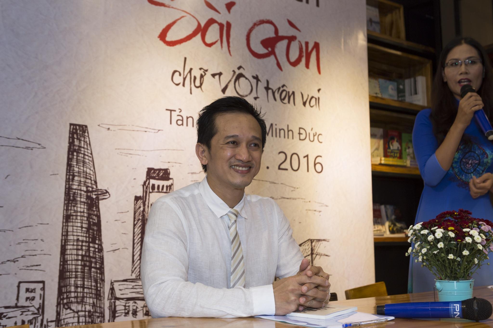 Dù là một bác sĩ chuyên ngành tim mạch nhưng tác giả Vũ Minh Đức đã mang đến cho độc giả những trải nghiệm thú vị trong tản văn Sài Gòn chữ vội trên vai.
