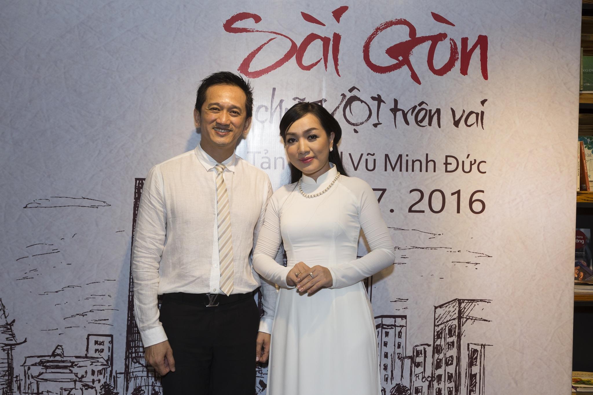 Ca sĩ Hà Vân cũng đến chúc mừng tác giả Vũ Minh Đức và còn thể hiện ca khúc về mẹ - những sáng tác của tác giả Minh Đức