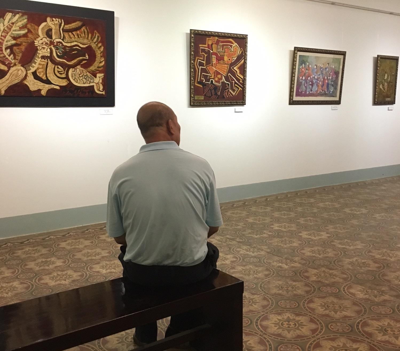 """Ông chỉ nói bây giờ """"không nghe, không thấy, không biết"""". Thế nhưng, ông Chung cũng rất lo lắng về số phận những bức tranh mình đang sở hữu được xác định là tranh giả."""