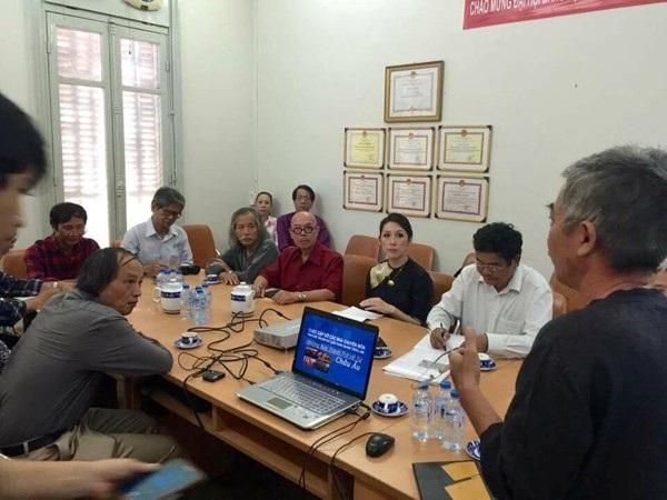Cuộc họp Hội đồng thẩm định ngày 19/7 tại bảo tàng TPHCM chỉ có chức năng thẩm định tranh giả, những việc còn lại hội đồng hoàn toàn không có chức năng nào để can thiệp (Ảnh: Ngô Hương)