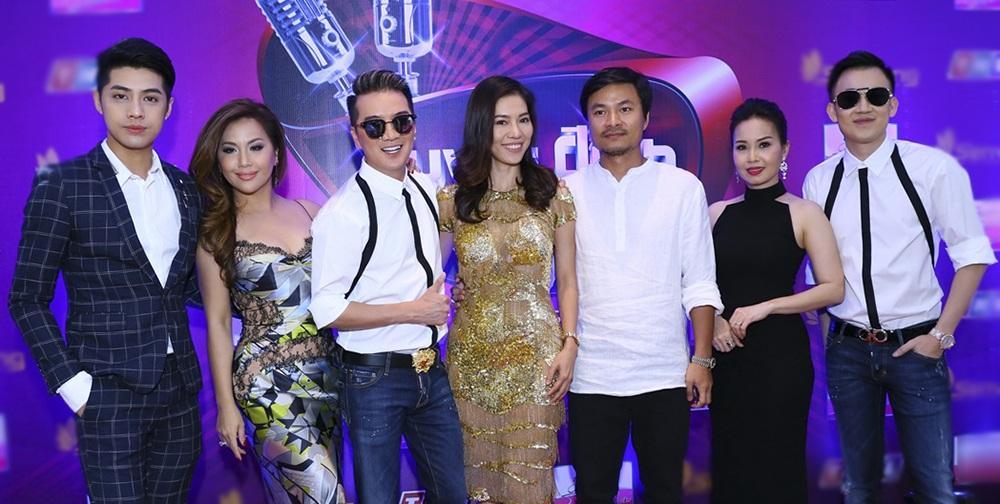 Các HLV cùng bà Phạm Kim Dung - Tổng Giám đốc công ty Sen Vàng và ông Hoàng Nhật Nam - Tổng đạo diễn chương trình