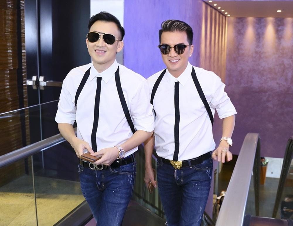 Dương Triệu Vũ và Đàm Vĩnh Hưng diện trang phục cặp đôi khi xuất hiện cùng nhau trong chương trình.