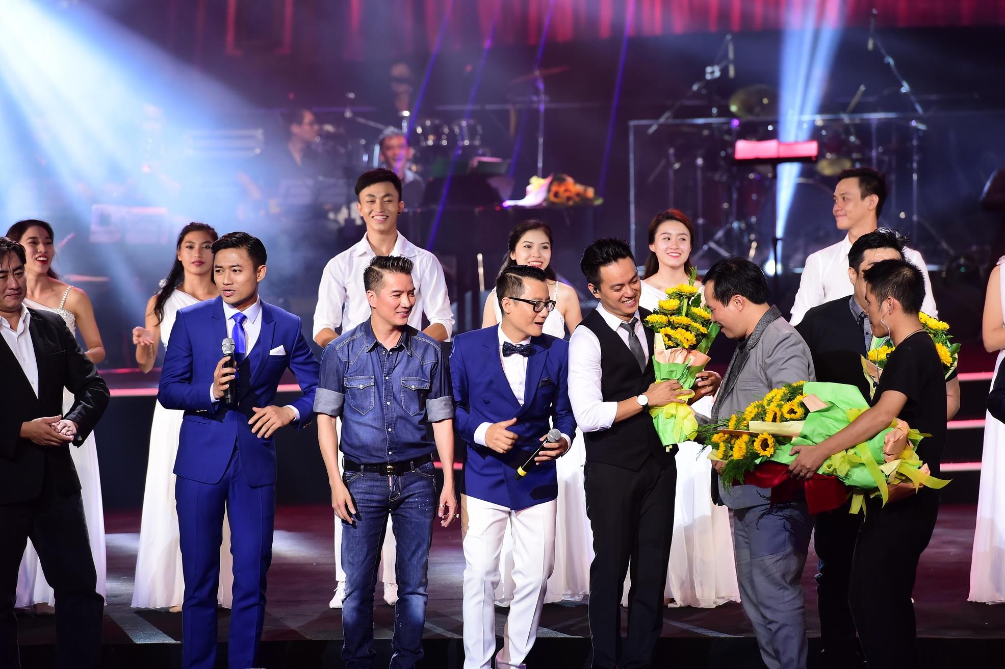 Đêm nhạc được dàn dựng đơn giản, tinh tế với những giọng hát đầy nội lực và tình cảm của các ca sĩ đã khép lại, đọng lại là những cảm xúc thăng hoa với âm nhạc.