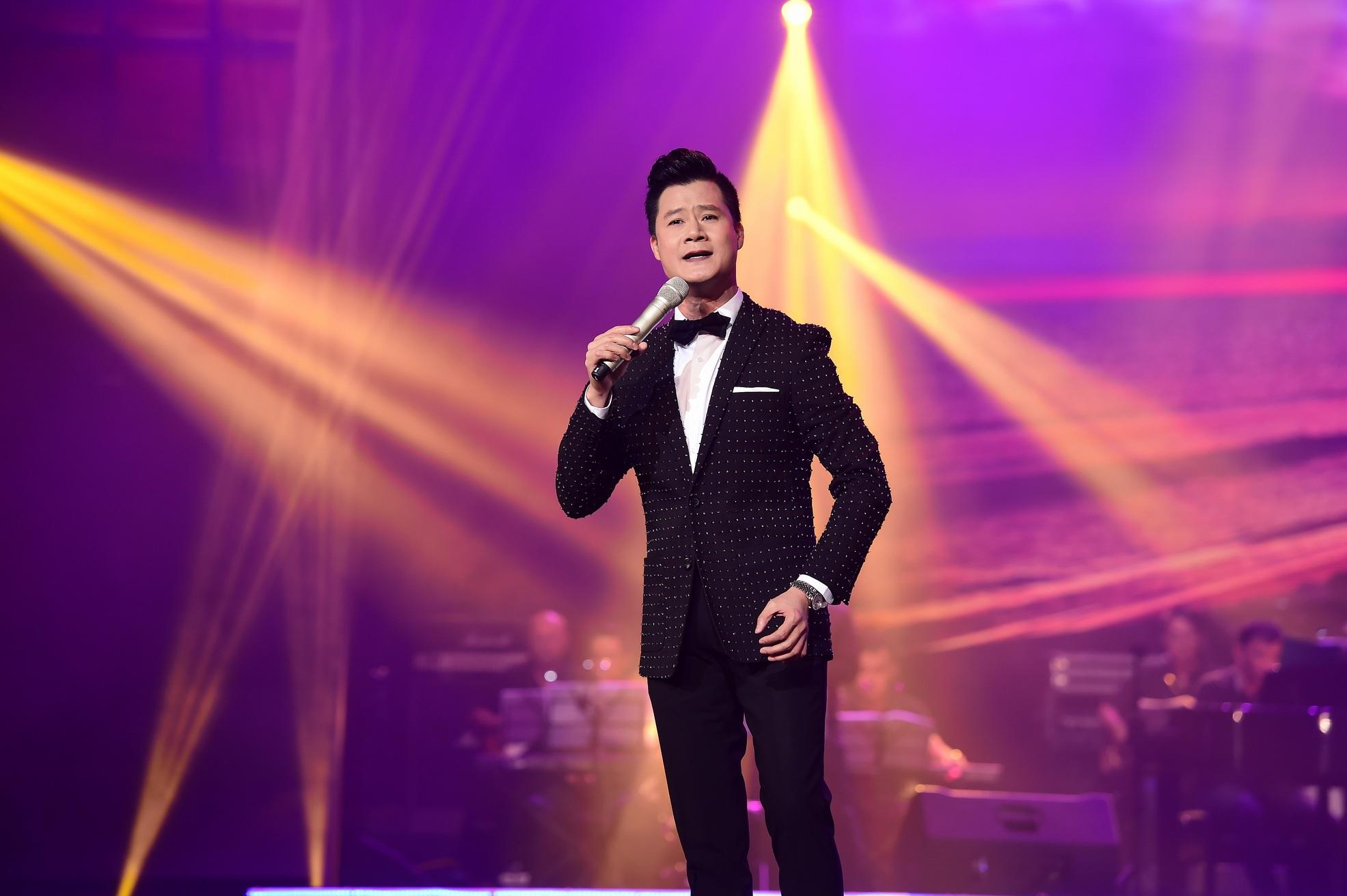 Ca sĩ Quang Dũng nồn nàn với chất giọng trầm ấm nhưng cũng đầy cảm xúc