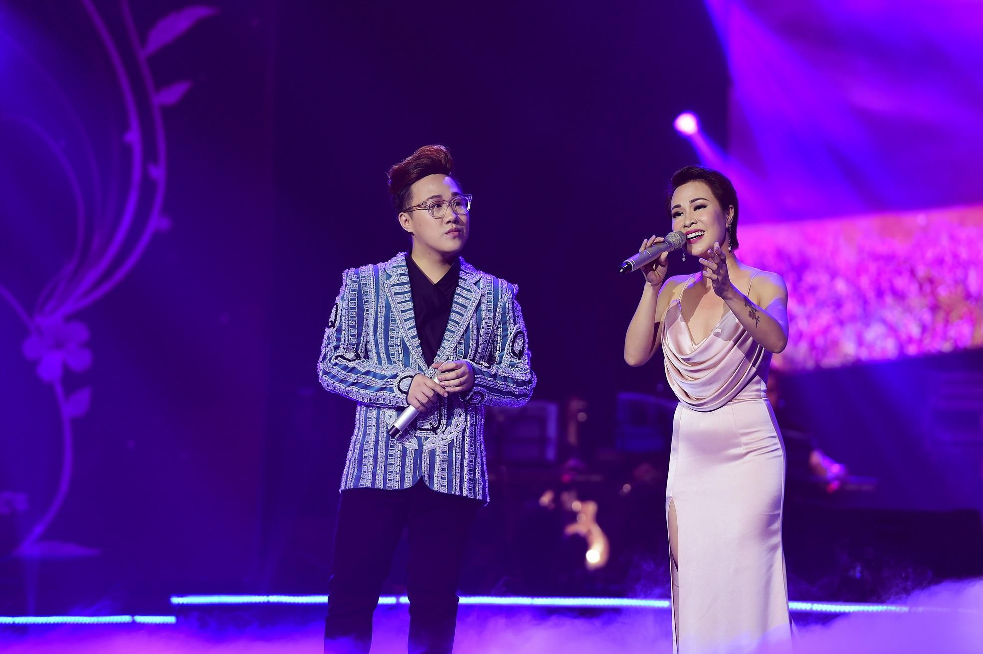 Trung Quân và Uyên Linh lần đầu tiên song ca cùng nhau trên sân khấu