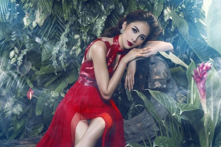 Một năm kể từ khi đăng quang Hoa khôi đồng bằng sông Cửu Long 2015, Nam Em được đánh giá ngày càng xinh đẹp và chuyên nghiệp.