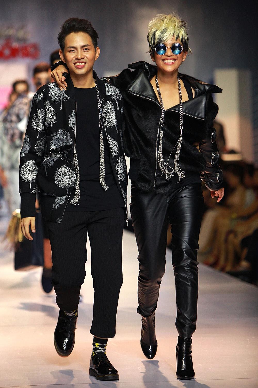 Trương Thị May bên nhà thiết kế của bộ sưu tập
