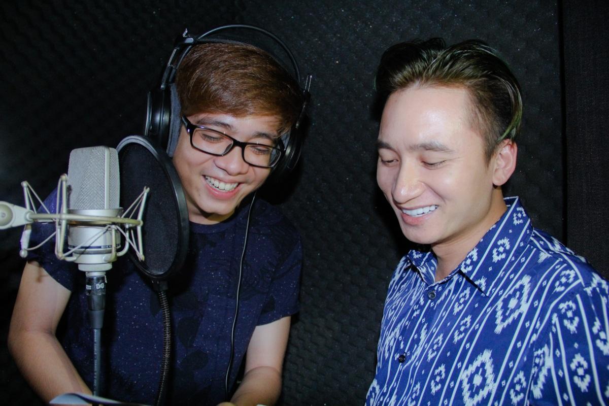 Ca sĩ Bùi Anh Tuấn và giọng ca Vợ người ta Phan Mạnh Quỳnh cũng rất hào hứng khi kết hợp cùng nhau