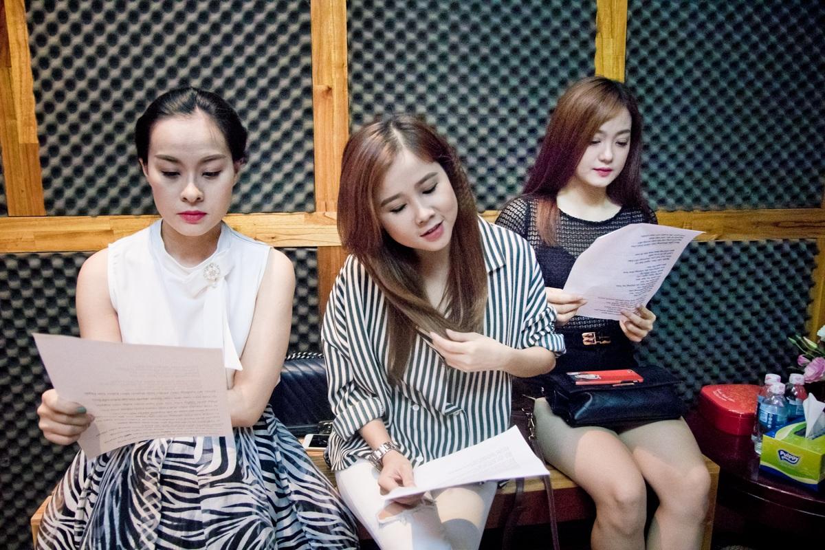 Trấn Thành tận tình hướng dẫn bạn gái Hari Won trong phòng thu - 8