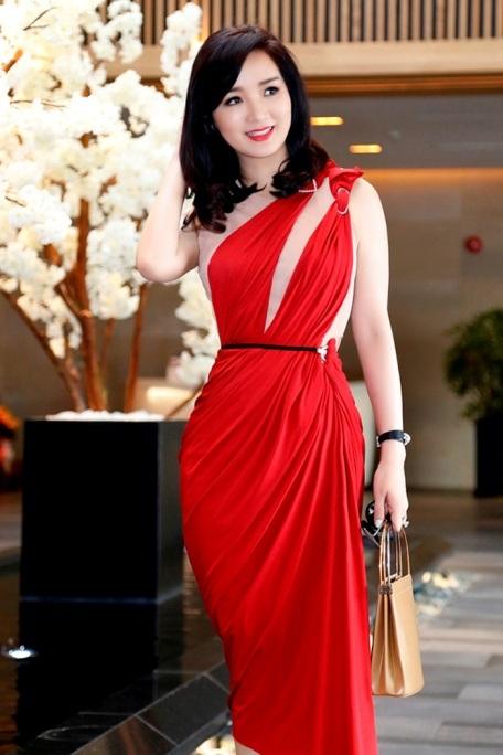 Giáng My diện đầm đỏ rực chấm thi tại Thái Lan - 2