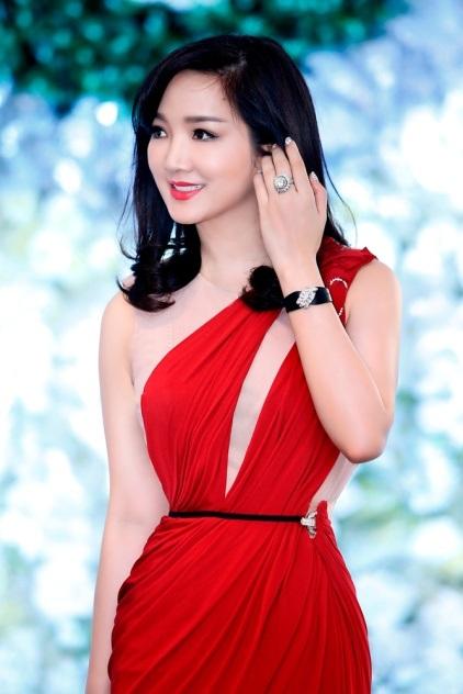 Hoa hậu Đền Hùng nổi tiếng với nhan sắc không tuổi, dường như thời gian đối với người đẹp gốc Hà Nội này hoàn toàn vô nghĩa. Từ khi đăng quang năm 1992 đến nay, vẻ đẹp của Giáng My ngày càng mặn mà và không khác nhiều sau 20 năm đăng quang.
