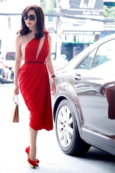 Giáng My diện đầm đỏ rực chấm thi tại Thái Lan - 6