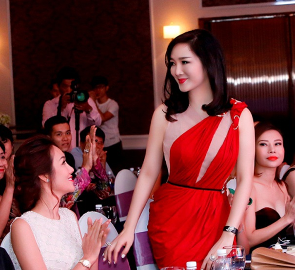 Giáng My diện đầm đỏ rực chấm thi tại Thái Lan - 10