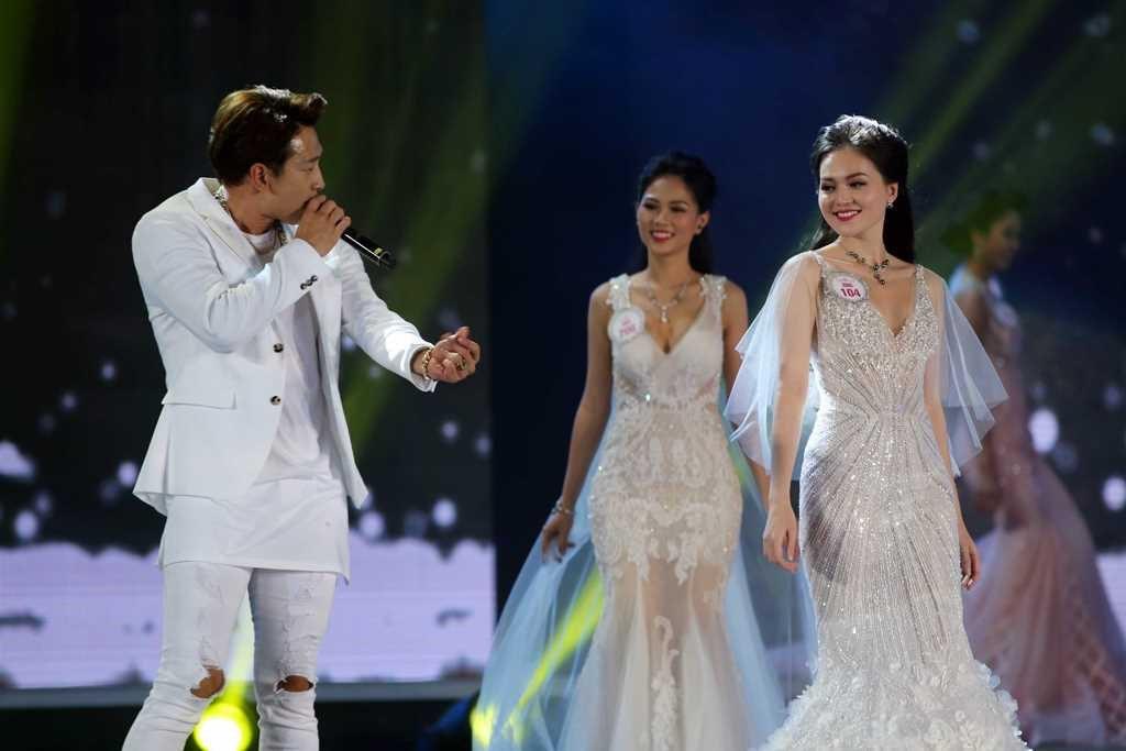Sự tương tác của Bi Rain và top 30 của cuộc thi cũng nhận được sự quan tâm của khán giả trong khu vực, bởi anh vẫn là một trong những ngôi sao Châu Á gây chú ý.