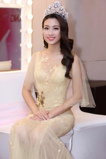Hoa hậu Đỗ Mỹ Linh khoe nhan sắc ngọt ngào hậu đăng quang - 6