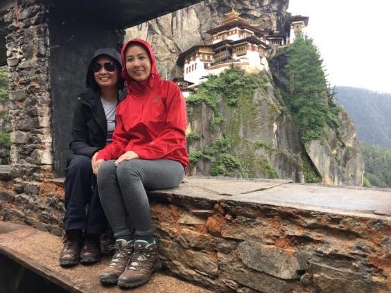 """Thu Hoài vui vẻ tận hưởng chuyến đi, dù theo cô, """"nhịp sống chầm chậm và thảnh thơi ở quốc gia này không phải là điều tuyệt vời đối với bất cứ khách du lịch nào""""."""