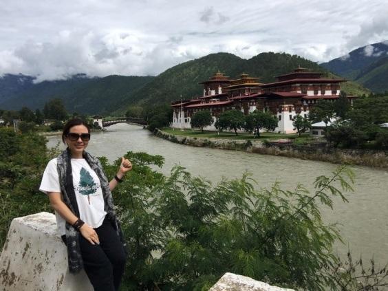 Bhutan có thiên nhiên trong lành, người dân hạnh phúc và thân thiện, họ có niềm tin lớn vào những giá trị của đất nước và Đạo Phật.