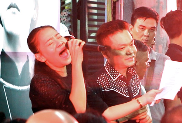 Một đời người, một rừng cây do ca sĩ Thu Minh và Kỳ Phương biểu diễn.