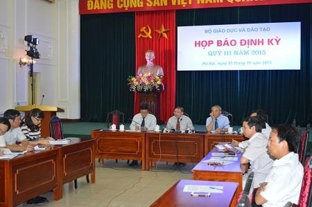 Thứ trưởng Bùi Văn Ga trả lời các câu hỏi của phóng viên liên quan đến công tác tuyển sinh, chất lượng các trường ĐH, CĐ