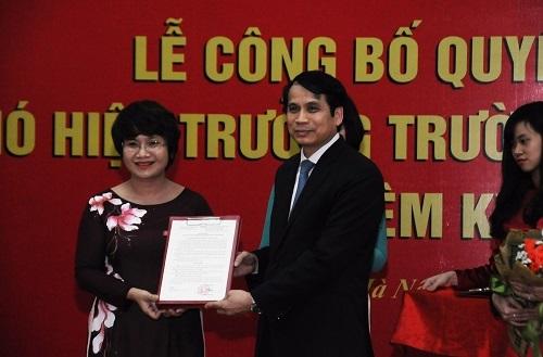 PGS.TS Nguyễn Thu Thủy nhận quyết định bổ nhiệm