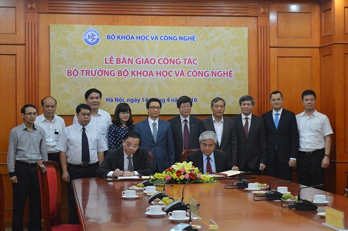 Lễ bàn giao công tác Bộ trưởng Bộ KH&CN dưới sự chứng kiến của Phó Thủ tướng Vũ Đức Đam