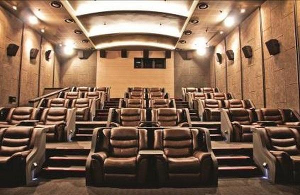 Phòng chiếu Gold Class sang trọng với ghế da hạng thương gia.