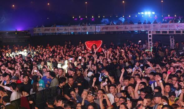 DJ người Mỹ gốc Nhật Steve Aoki mang đến đêm diễn lôi cuốn và đẳng cấp - 3