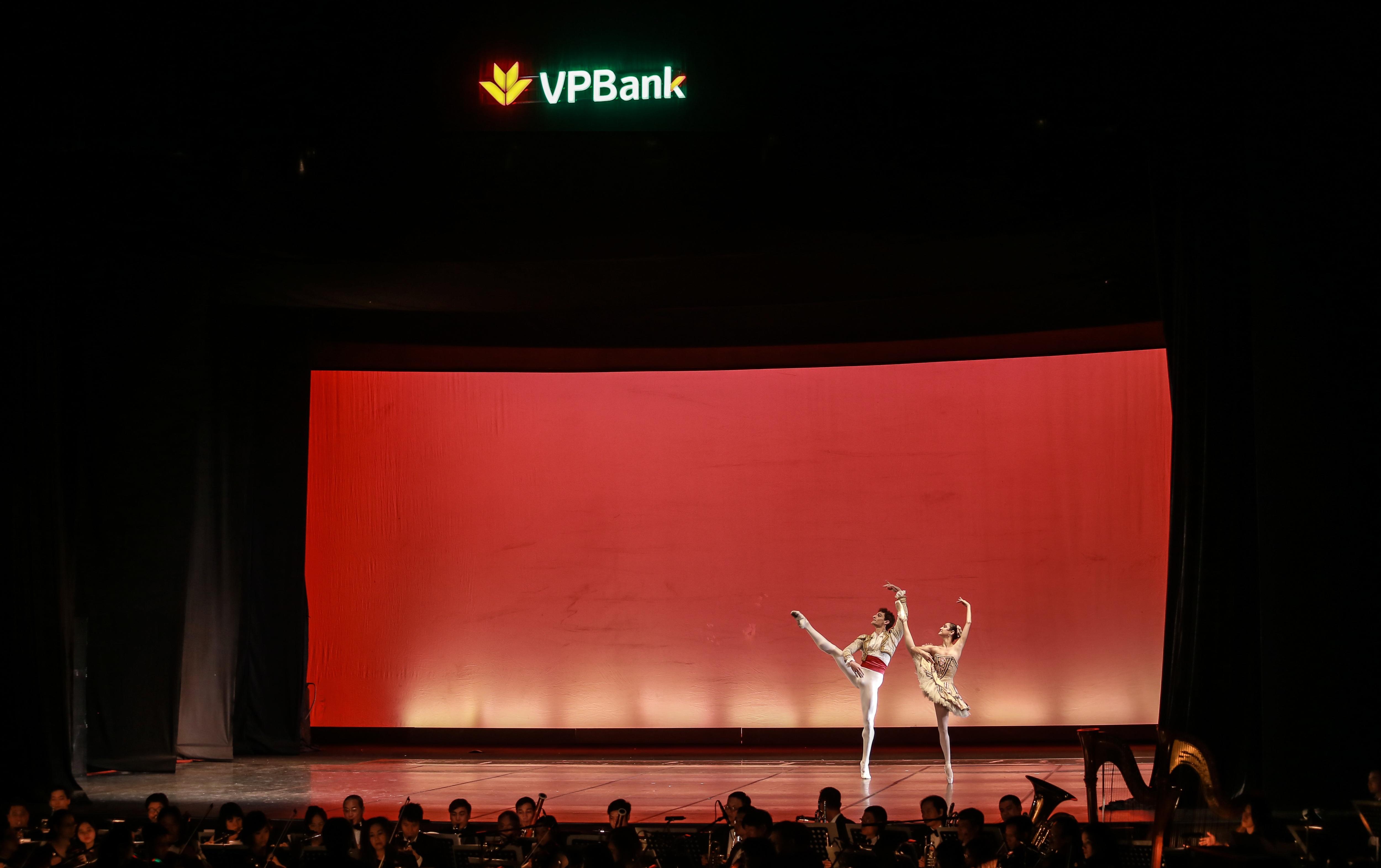 """Paris Ballet par Vpbank: """"Ly vang Pháp"""" cho người sành điệu - 5"""