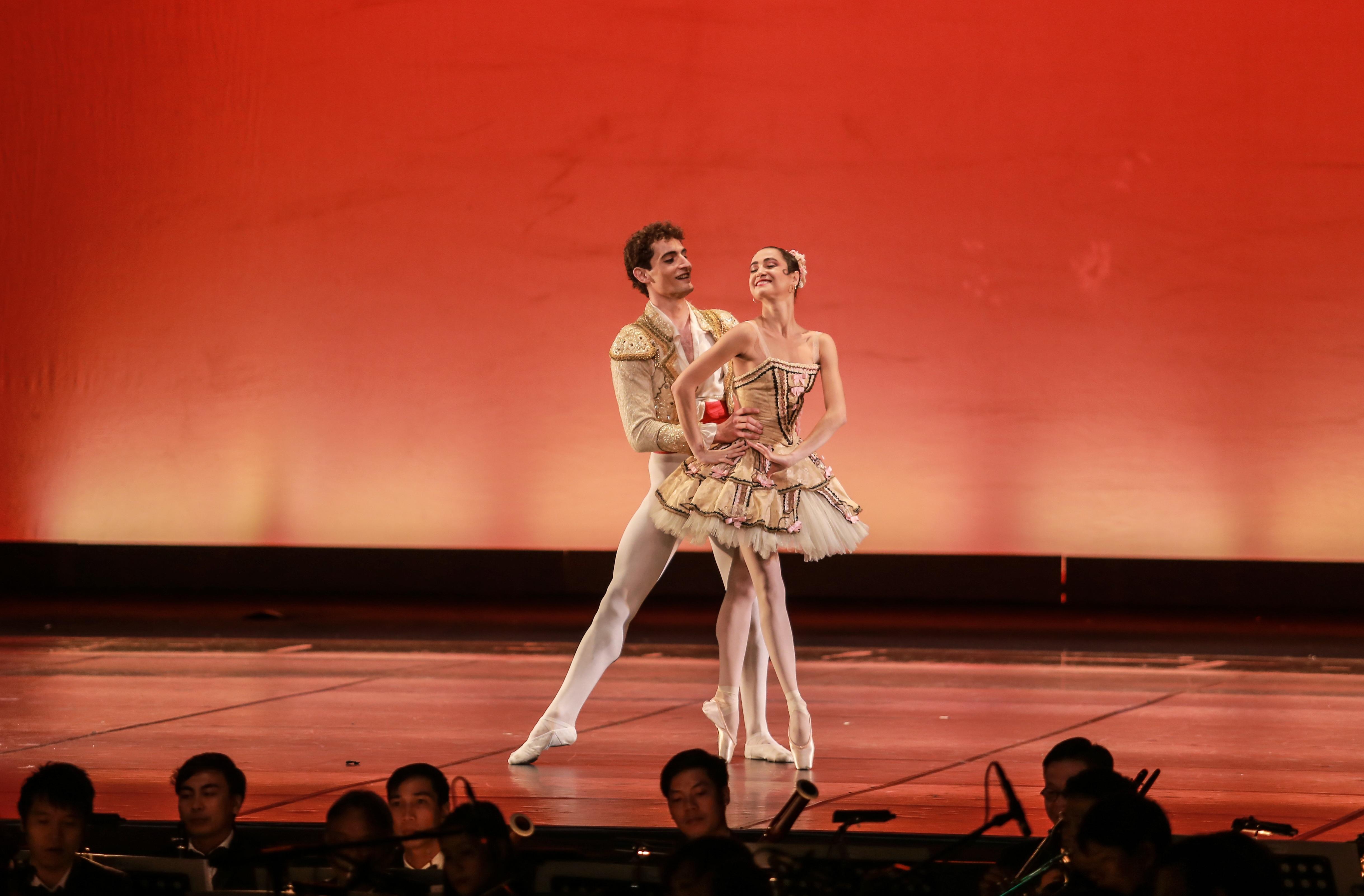 """Paris Ballet par Vpbank: """"Ly vang Pháp"""" cho người sành điệu - 4"""