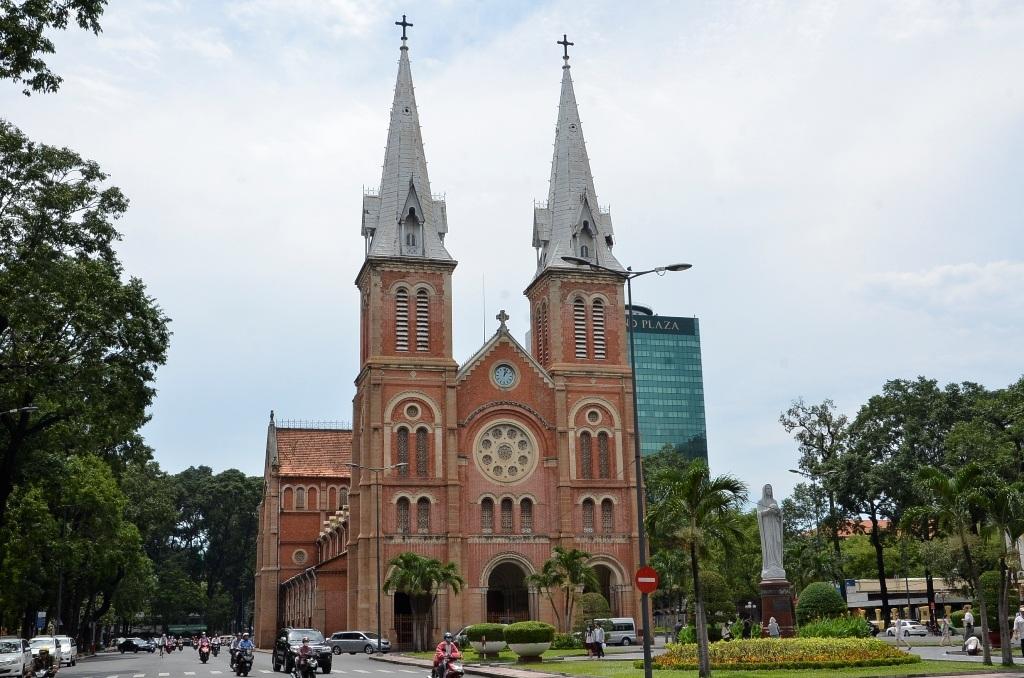 Nhà thờ Đức Bà mà Hiến đột nhập với mục đích trộm cắp