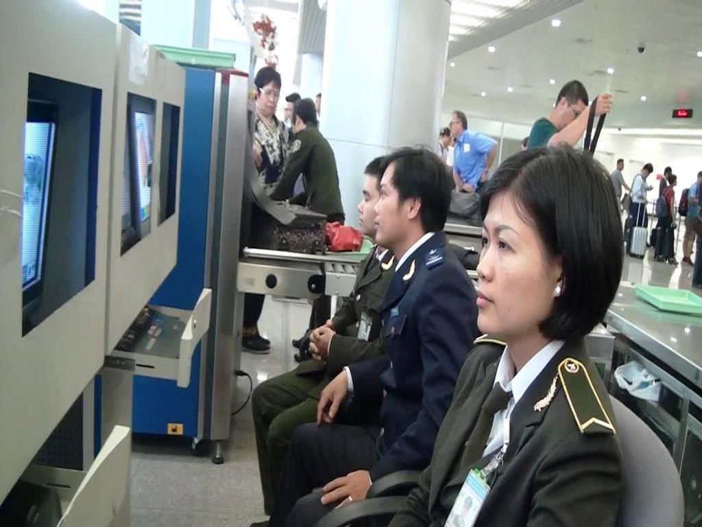 Soi chiếu chung Hải quan - An ninh hàng không tại nhà ga quốc tế Tân Sơn Nhất