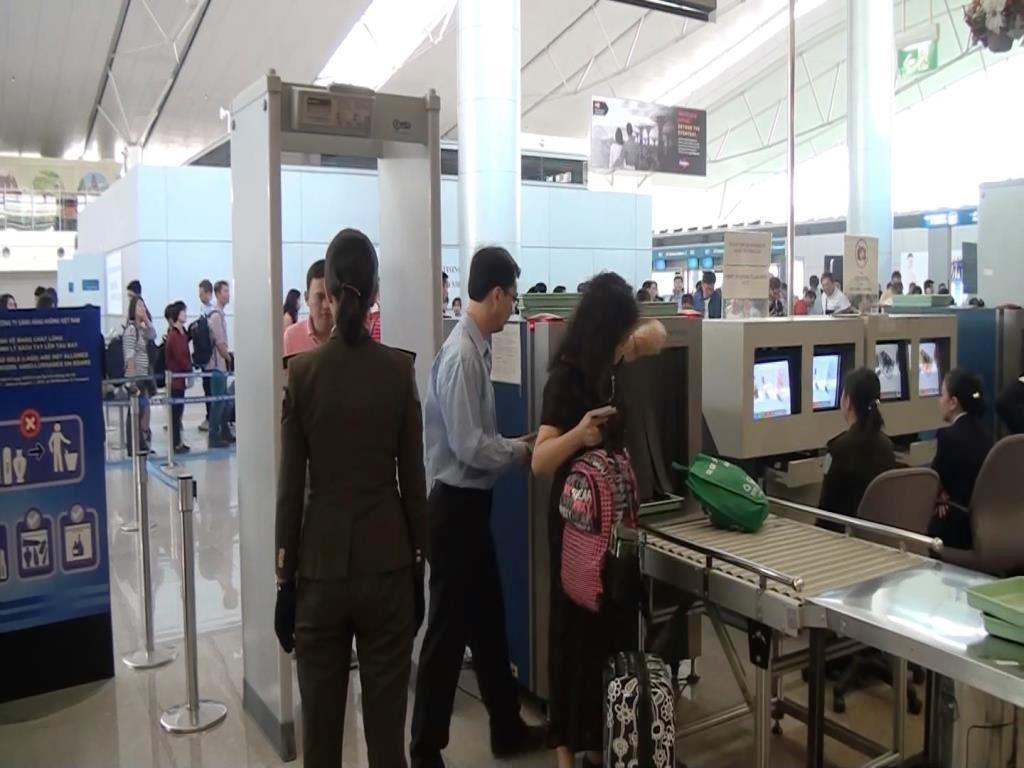 Với sự cải cách này, hành khách xuất nhập cảnh chỉ phải đi qua một cửa soi chiếu duy nhất thay vì hai cửa soi chiếu như trước đây