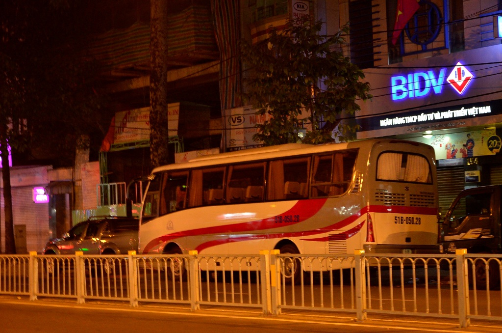 Không khó để bắt gặp những chiếc xe khách dừng, đậu trên đường Lê Hồng Phong sau lệnh cấm