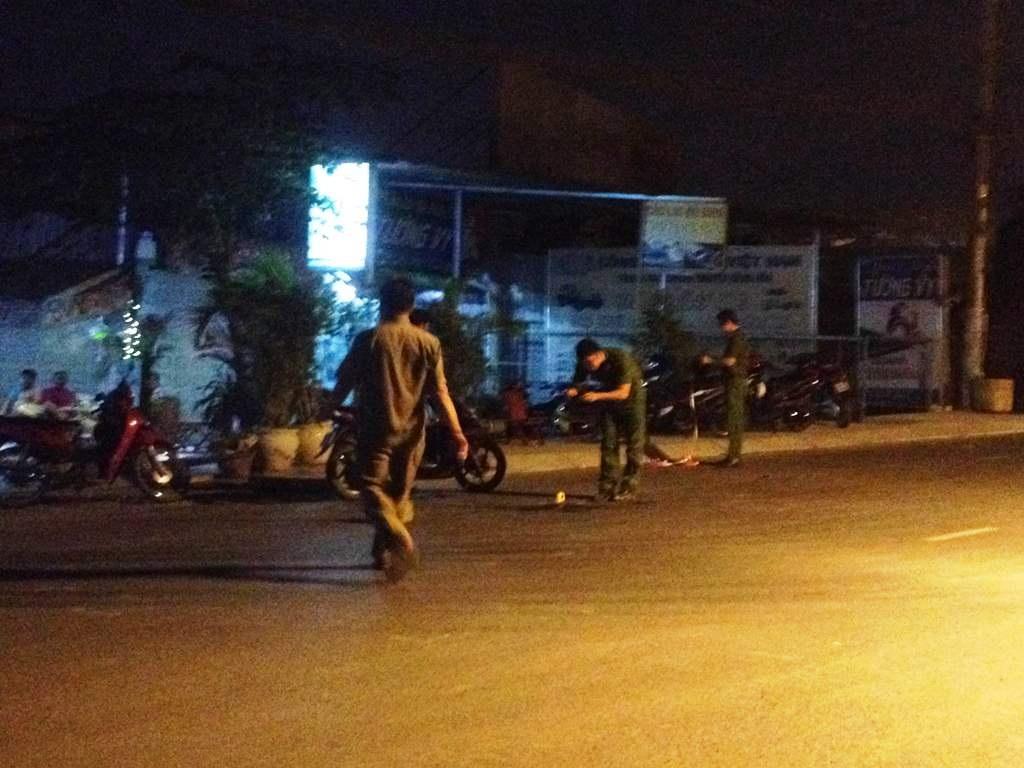 Công an quận Bình Tân tiến hành khám nghiệm hiện trường
