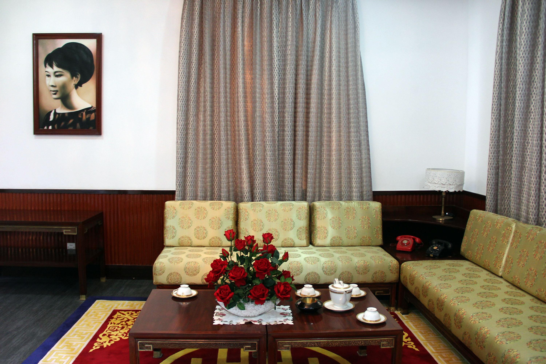 Bức ảnh bà Tuyết Mai trong phòng làm việc của ông Nguyễn Cao Kỳ.