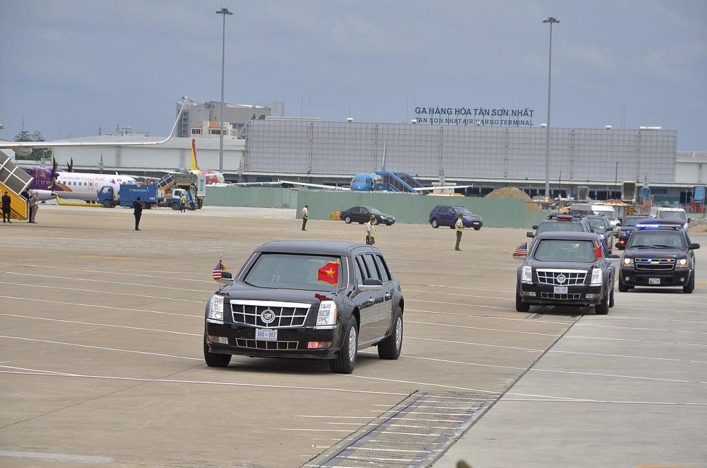 Kết thúc chuyến thăm và làm việc tại Việt Nam bằng sự kiện có giao lưu với các thủ lĩnh trẻ Việt Nam tại trung tâm hội nghị GEM, đoàn xe chở Tổng thống hướng thẳng ra sân bay Tân Sơn Nhất