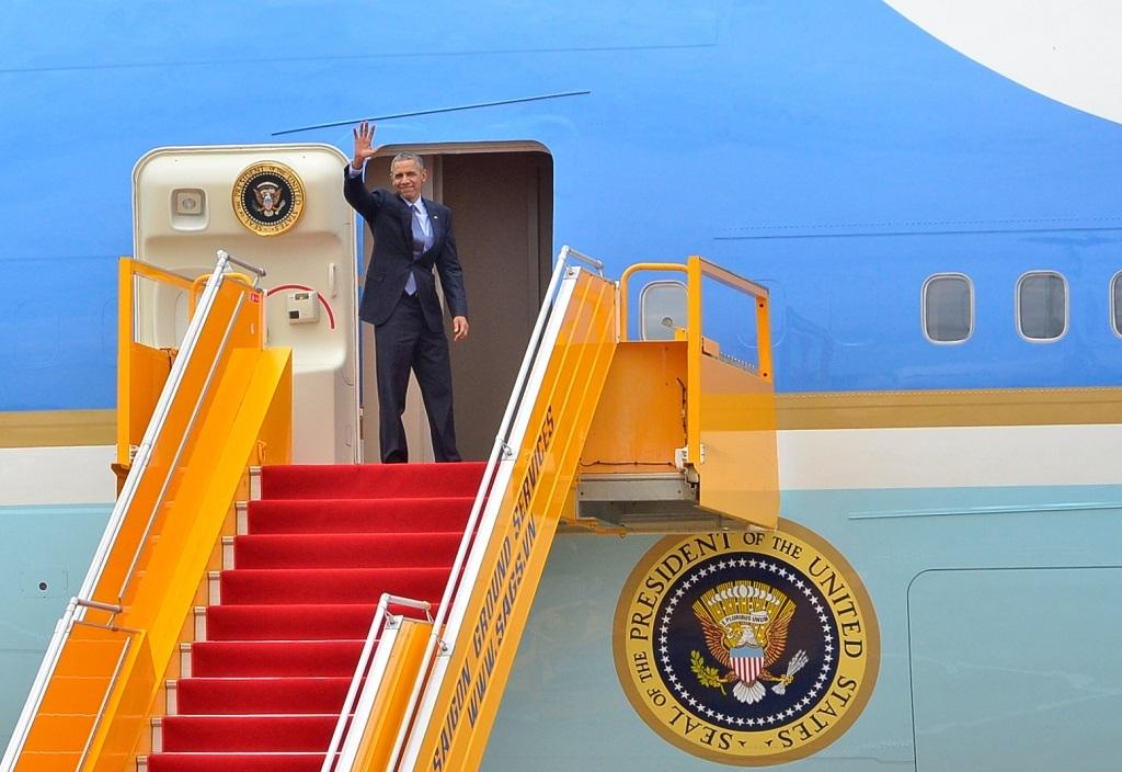 Tổng thống Obama vẫy tay chào người dân TPHCM, kết thúc chuyến thăm tốt đẹp Việt Nam