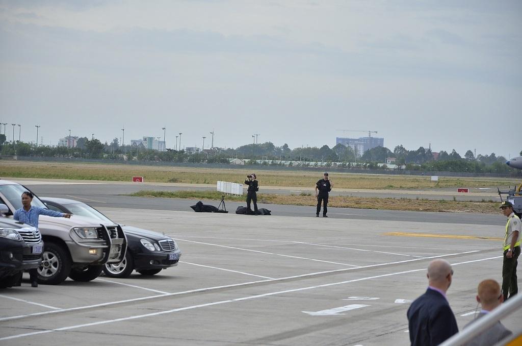 Lực lượng đặc vụ của Hoa Kỳ liên tục phóng tầm nhìn để quan sát vào những thời điểm chiếc Không lực Một của Tổng thống chuẩn bị đáp xuống hoặc cất cánh ở sân bay Tân Sơn Nhất.