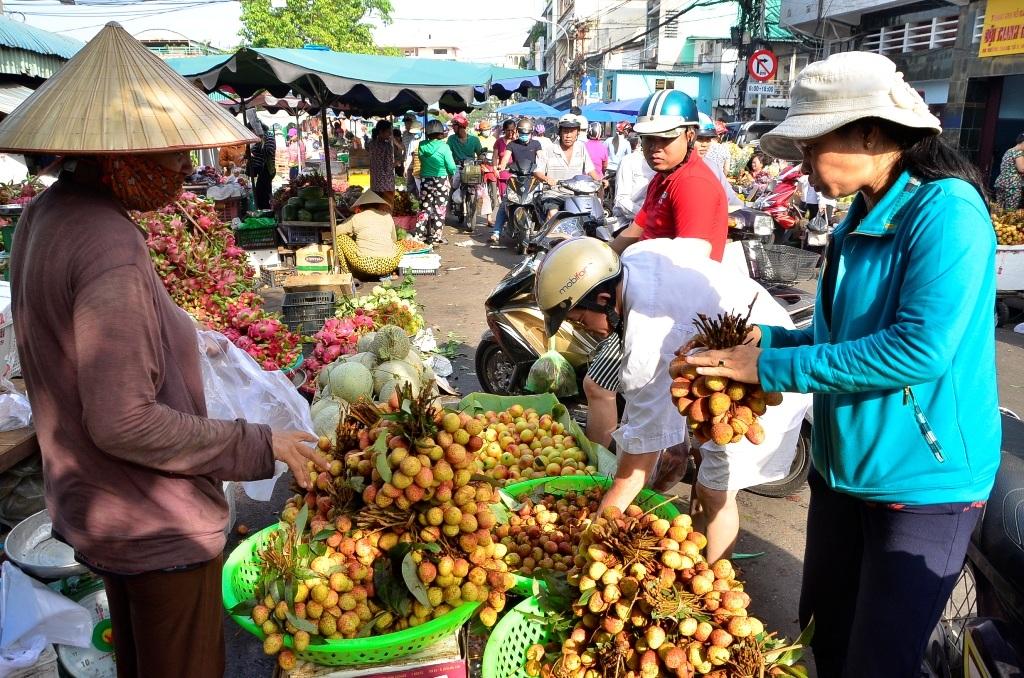 Trái vải đầu mùa được ưa chuộng nhất, giá dao động từ 40 - 60 ngàn đồng/kg